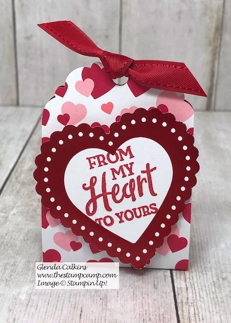 A Sweet Little Treat Holder featuring the Heartfelt Bundle from Stampin' Up! Details on my blog here: https://wp.me/p59VWq-aG9 #stampinup #valentine #thestampcamp #heartfelt